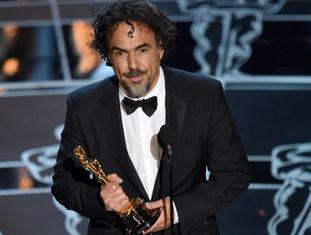 Alejandro G. Inarritu recebe o Oscar de Melhor Diretor por 'Birdman' em 2015.