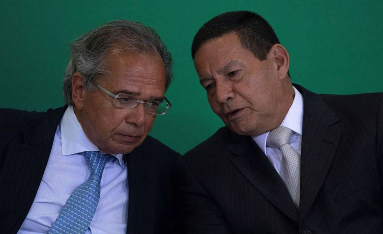 Paulo Guedes e Hamilton Mourão, em Brasília, na segunda-feira.