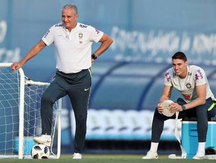 Tite e o filho Matheus Bachi, em treino da seleção brasileira.