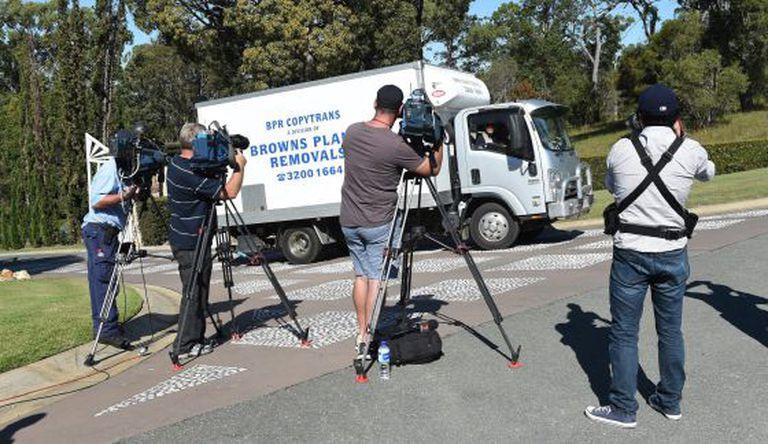 Repórteres ante a residência do ator norte-americano Johnny Depp em Coomera (Austrália).