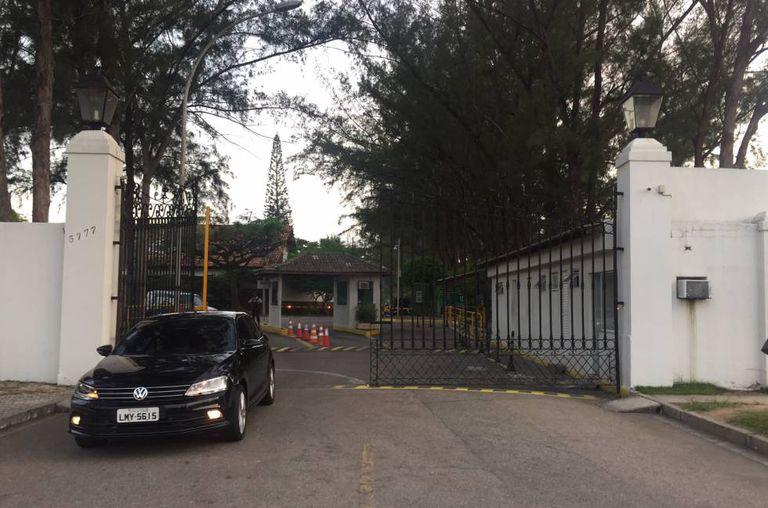 Entrada do condomínio onde vive Eduardo Cunha, no Rio.