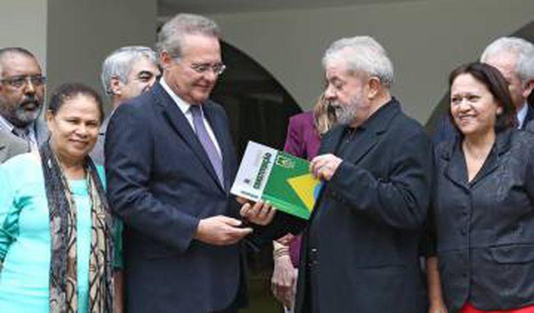 Lula recebe constituição de Renan