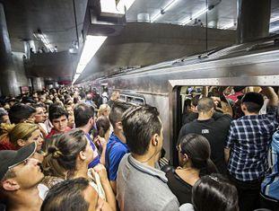Passageiros na linha 3, no ano passado.