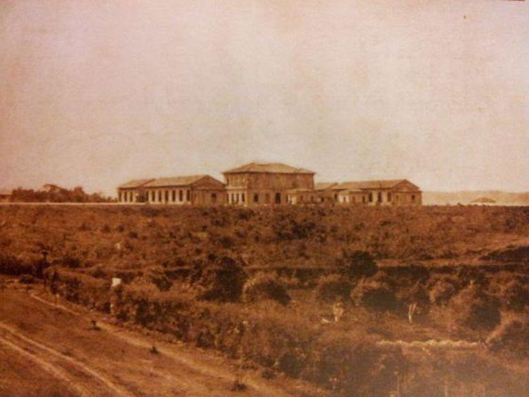 Imagem do hospital Matarazzo em 1906, dois anos após o início de sua construção.