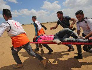 Exército de Israel abre fogo contra manifestantes palestinos que marcham para a fronteira. Número de palestinos mortos chega a 54 e marcha já é a mais sangrenta de Gaza