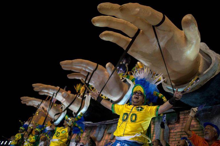 Desfile da Paraíso de Tuiuti, que ficou com o segundo lugar no Carnaval Rio 2018.