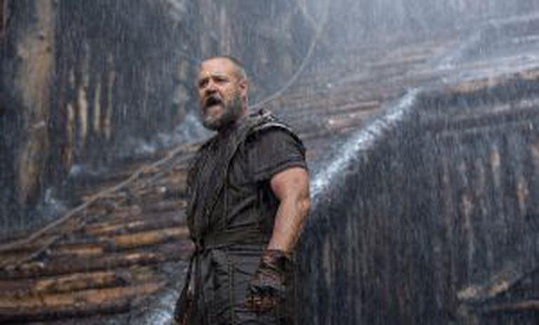 Russell Crowe, como Noé, na a porta do cofre