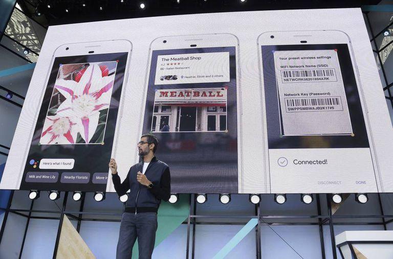 O CEO do Google, Sundar Pichai, fala do Google Lens na conferência de desenvolvedores Google I/O, em Mountain View, Califórnia.