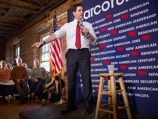 O candidato republicano Marco Rubio em uma reunião em Laconia.