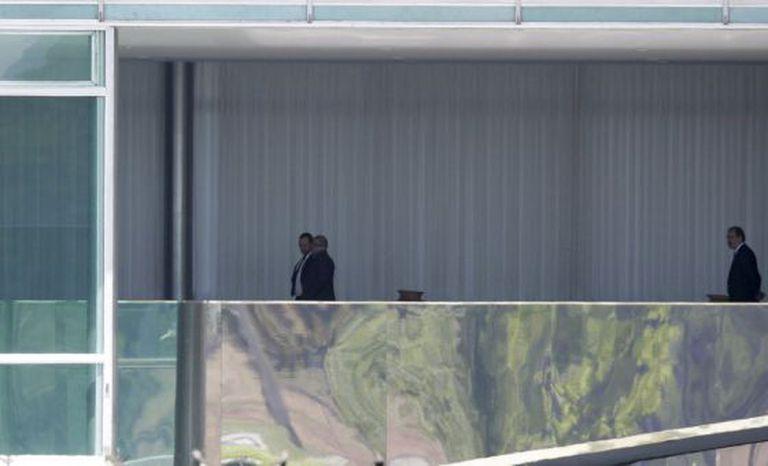 Lula articula com Dilma e ministros no Palácio da Alvorada.