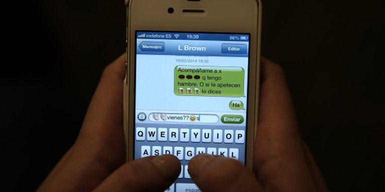 Um exemplo de uso de um sistema de mensagens instantânea com um celular.
