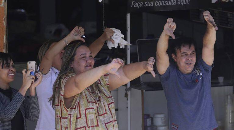 Opositores de Bolsonaro em ato nesta quarta-feira.