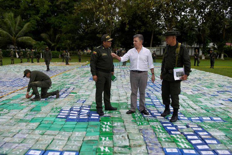 Santos examina contrabando interceptado em novembro
