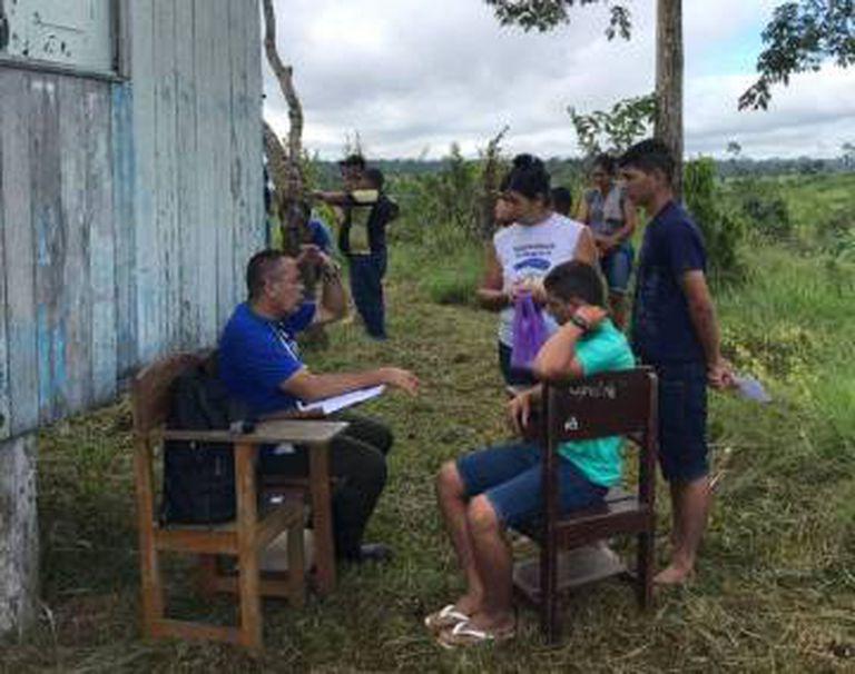 Médico cubano faz atendimento na zona rural de Sena Madureira, no Acre.