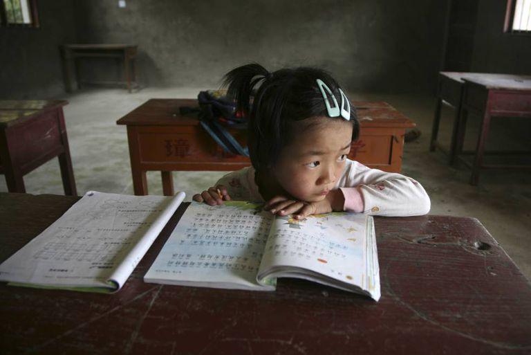 Criança em uma sala de aula na província chinesa de Fujian.