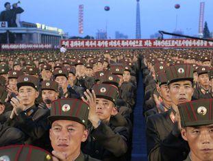 Milhares de soldados comemoram em Pyongyang