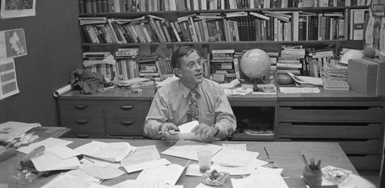 Ben Bradlee em seu escritório em 1971, um ano antes do estouro do 'caso Watergate'.