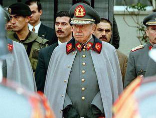 O general Augusto Pinochet, em uma foto de 1997.
