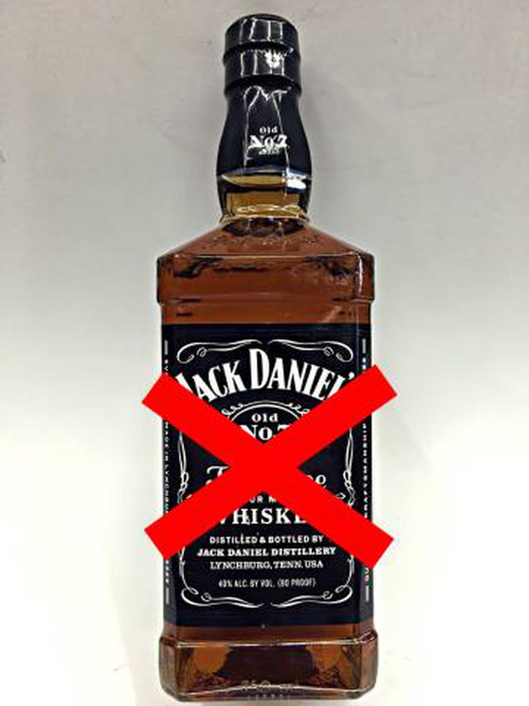 Nada de bebidas alcoólicas para Mötley Crue... E é melhor ter ajuda por perto para o caso de uma recaída.