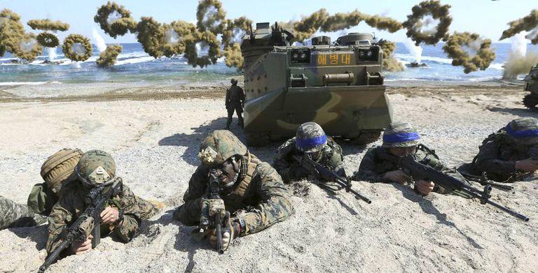 Imagem de arquivo de manobras militares conjuntas entre a Coreia do Sul e os EUA.