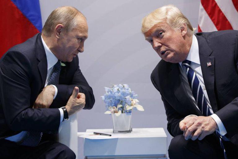Donald Trump e Vladimir Putin na reunião do G-20 em Hamburgo, em julho de 2017.