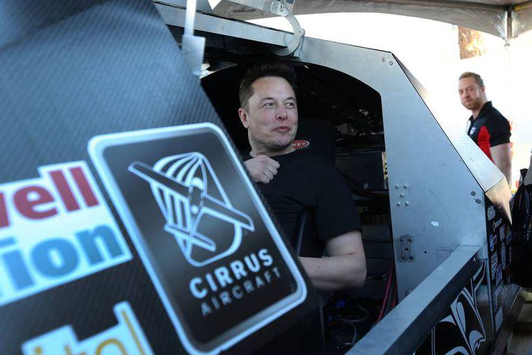 Elon Musk durante uma prova do Hyperloop, em Los Angeles.
