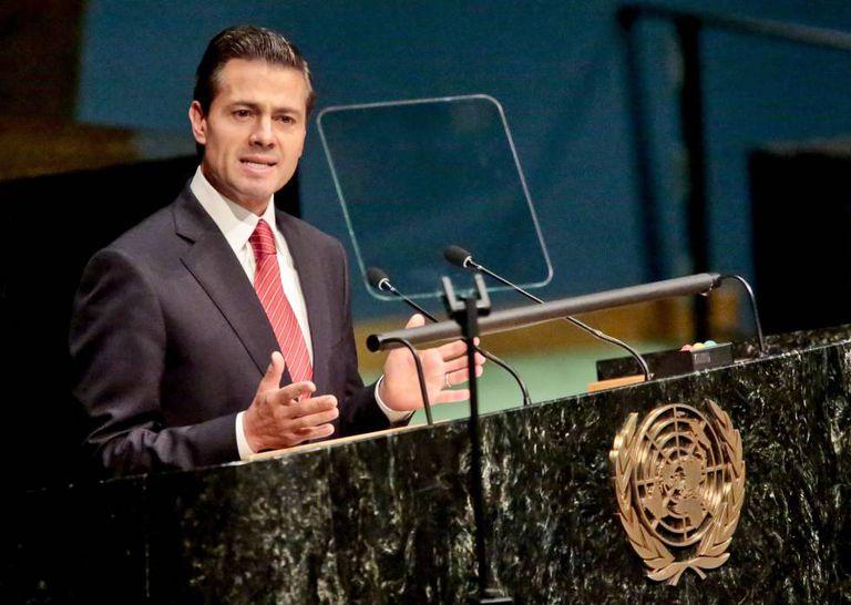 Enrique Peña Nieto lê seu discurso na sessão especial da ONU.
