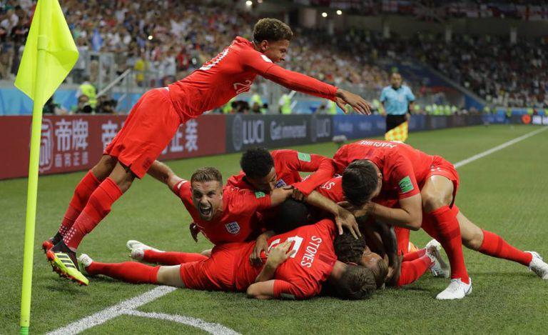 O time inglês celebra o primeiro gol contra a Tunísia.