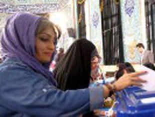 Muitos jovens iranianos só veem uma saída na emigração. Três milhões deles votam pela primeira vez nesta eleição