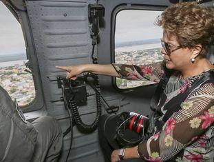 Dilma sobrevoa áreas alagadas em Uruguaiana.