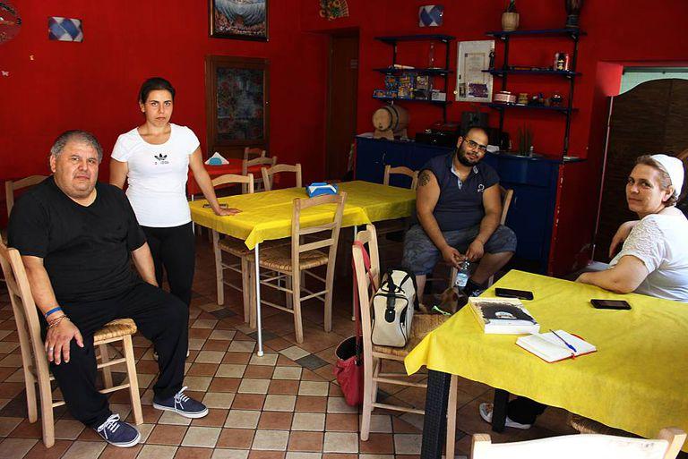 A família Bruno, dona de uma pizzaria em Isola di Capo Ruzzo, que o padre Escordio frequentava.