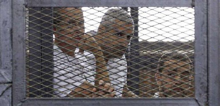Peter Greste, Mohammed Fahmy y Baher Mohamed, em uma imagem do 1 de junho de 2014.