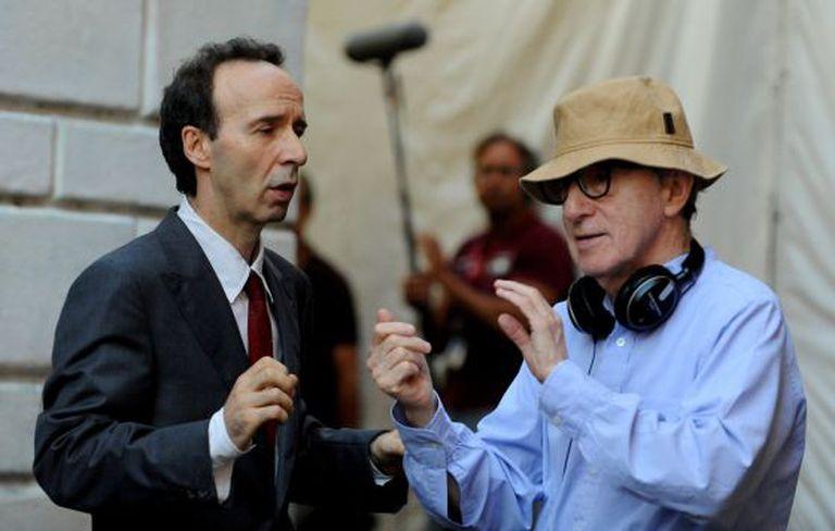 O diretor Woody Allen com o ator-diretor Roberto Benigni na filmagem de 'Para Roma com amor'.