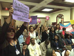 Ativistas transgêneros na reunião da OEA em Santo Domingo.