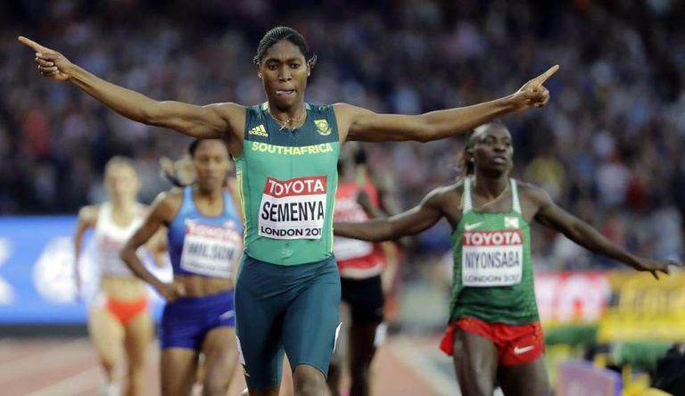 Semenya vence a prova dos 800m do Mundial de Atletismo de Londres, em agosto de 2017.