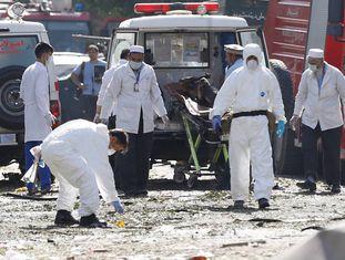 A polícia investiga depois do atentado em Cabul.