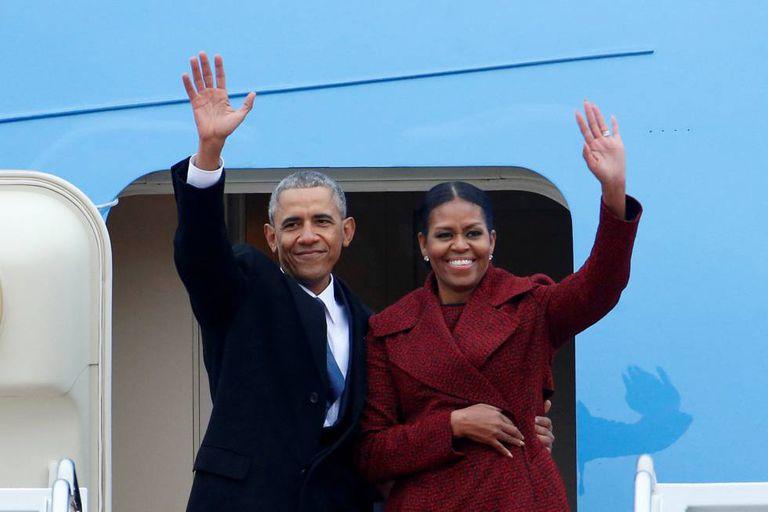Barack e Michelle Obama se despedem.