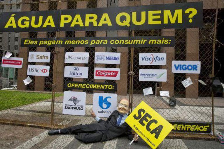 Intervenção do Greenpeace contra os grandes consumidores.
