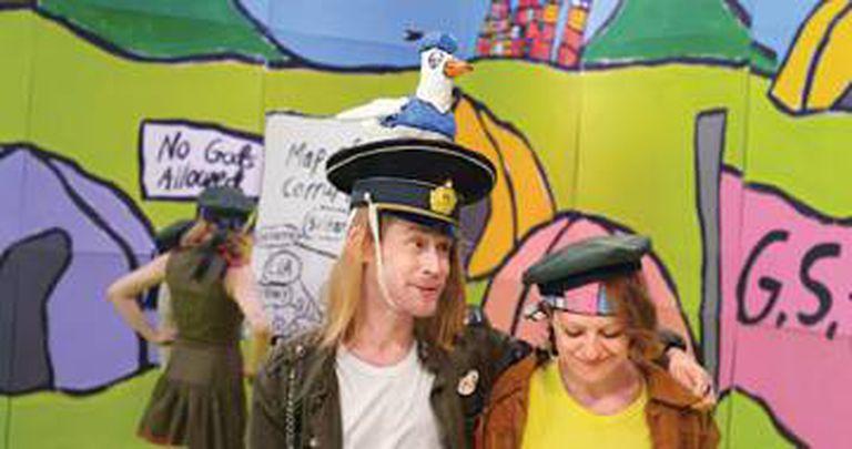Macaulay Culkin interpreta um empenhado manifestante que luta por uma sociedade melhor.