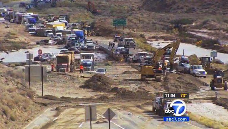 Imagem da rede Abc7 da área do deslizamento em Mojave.