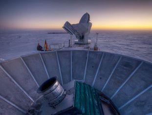 O telescópio BICEP2, instalado na base antártica Amundsen Scott, onde os cientistas dizem ter detectado impressões do Big Bang.