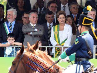 Temer ao lado de Rousseff no desfile de 7 de setembro.