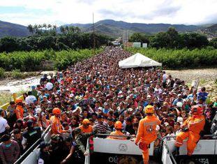 Milhares de venezuelanos atravessaram a fronteira no domingo e as autoridades acreditam que a maioria voltará ao seu país