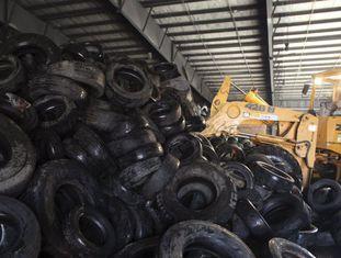 Pneus removidos para evitar o acúmulo de água em porto Rico