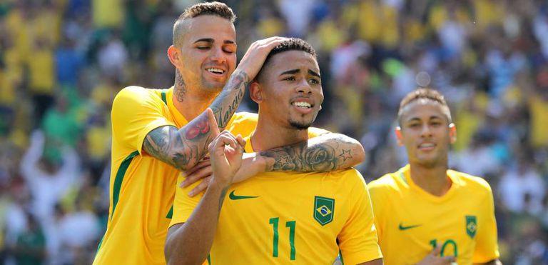 Gabriel Jesus comemora o gol do Brasil contra Honduras.