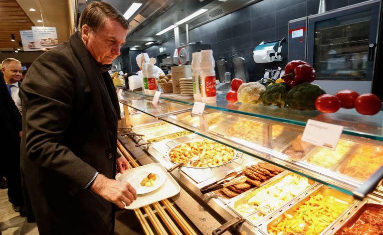 Bolsonaro no bandejão de Davos.