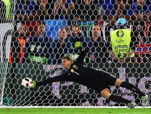 Alemanha x Itália: Neuer pegou dois pênaltis e garantiu o 6 a 5.