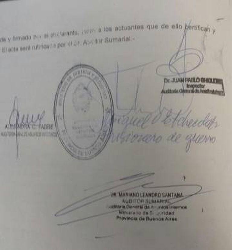 """A assinatura de Etchecolatz ao declarar que se sente um """"prisioneiro de guerra""""."""