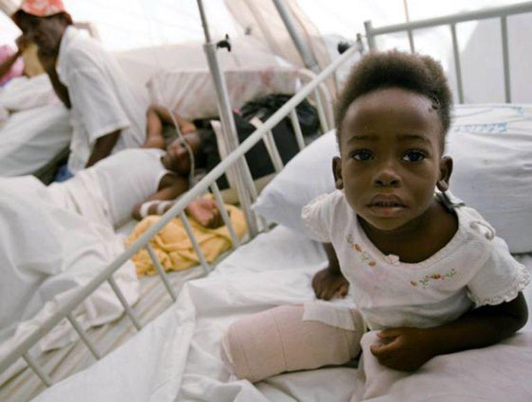 Um menino amputado em seu leito no hospital de Jacmel, no Haiti. Ele é uma das muitas vítimas do terremoto que devastou o Haiti em 12 de janeiro de 2010.