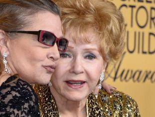 Carrie Fisher e sua mãe Debbie Reynolds, em janeiro do passado ano.